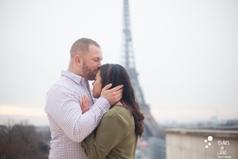 Paris proposal photoshoot at the Eiffel Tower | By Bulles de Joie, Paris Engagement photographer, France