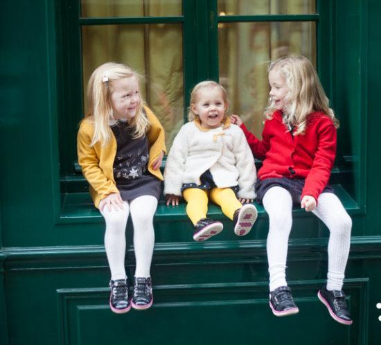 Paris Family photographer | family photoshoot in a cute tiny parisian street