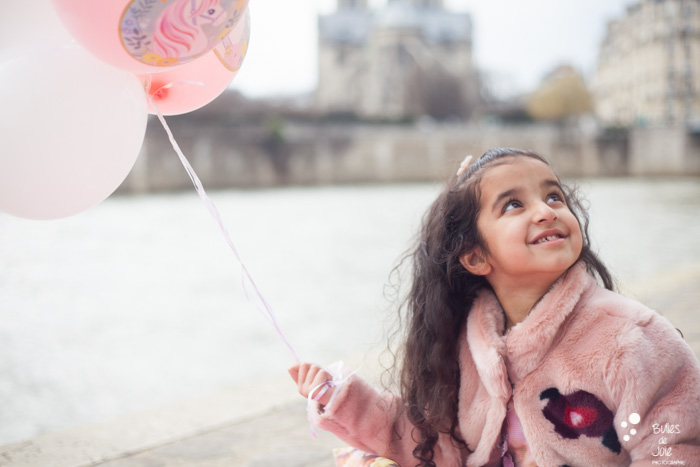 Firth birthday photoshoot with balloons | Paris Family Photographer