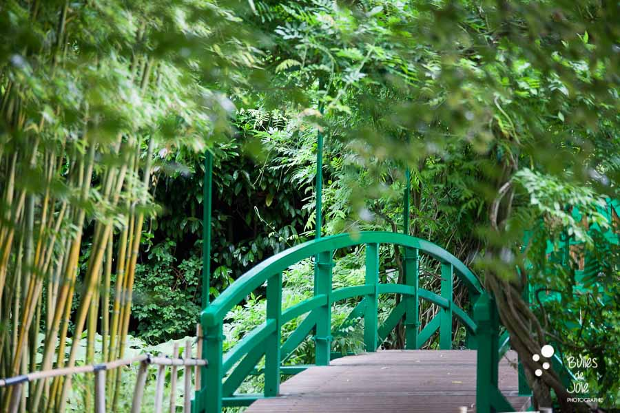 Proposal & engagement photo session in Giverny - photo of the famous bridge at Monet's Garden