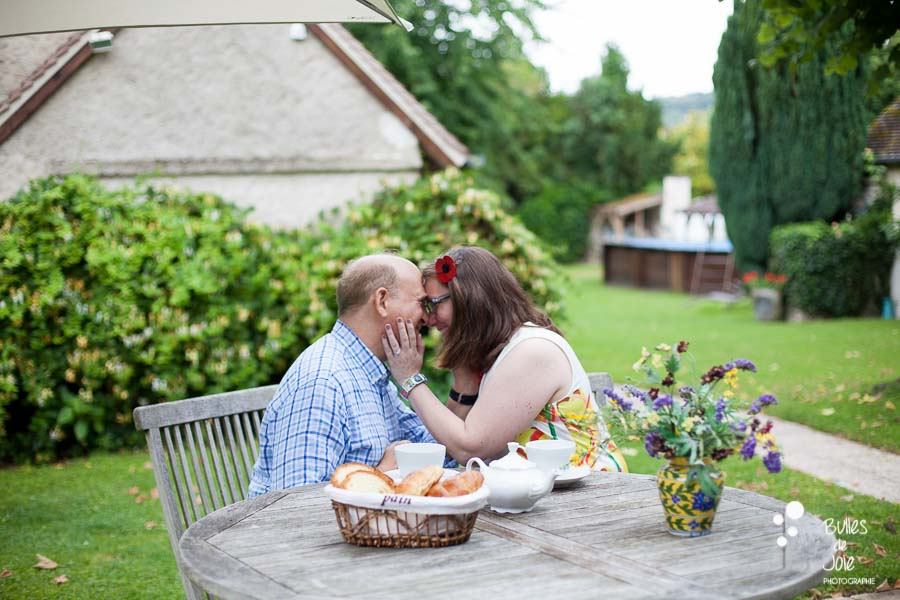 Proposal & engagement photo session in Giverny, breakfast in a B&B garden after the proposal