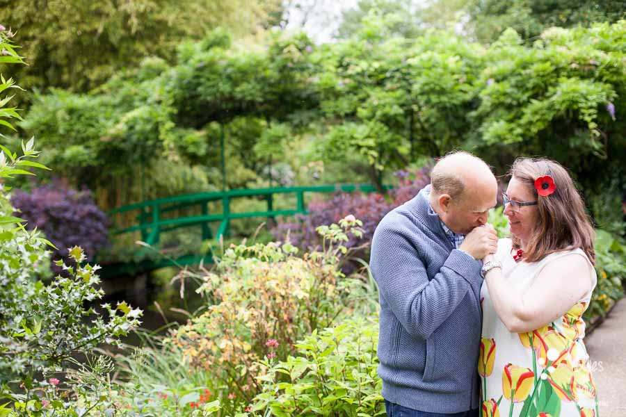 Proposal & engagement photo session in Giverny, lovers kissing at Monet's Garden in Giverny