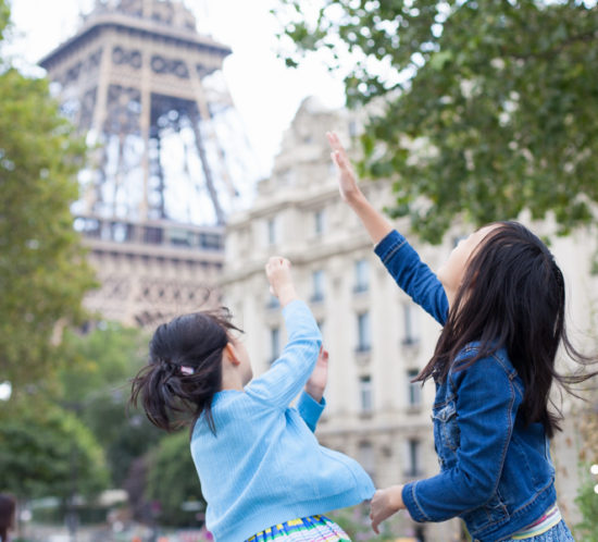 2 out of the 4 locations with a view on the Eiffel Tower for a family photo session by the paris family photographer Bulles de Joie