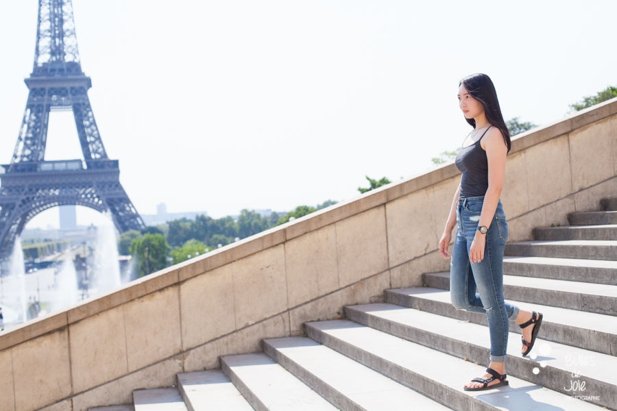 Solo traveler photoshoot at Trocadero, Eiffel Tower in the background. By Paris vacation photographer Bulles de Joie