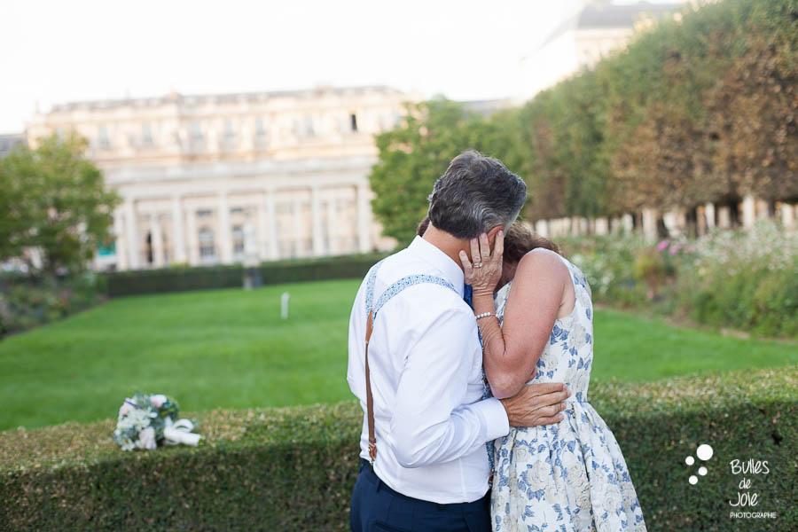 Intimate vows renewal in Paris captured by the Paris Elopement Photographer Bulles de Joie