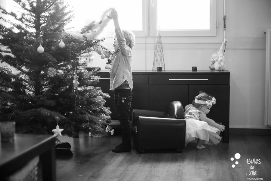Paris Christmas family photoshoot - by Bulles de Joie, Paris family photographer