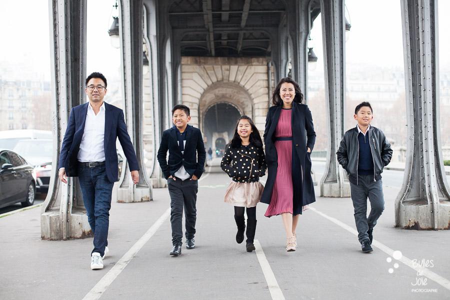 Paris Winter family photoshoot - photos by Bulles de Joie, Paris photographer expert in families