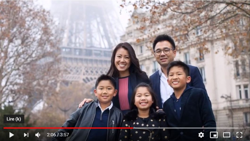 Winter Family photoshoot - Foggy Eiffel Tower in the background | Paris family photographer