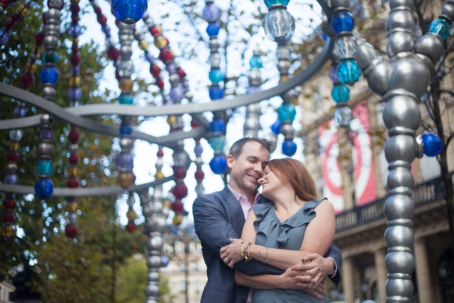 Couple of parents in each other arms while doing a family photoshoot in Paris