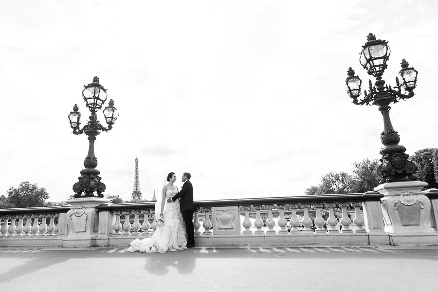 Paris elopement pictures, Alexander 3 bridge, captured by Bulles de Joie, Paris Wedding Photographer