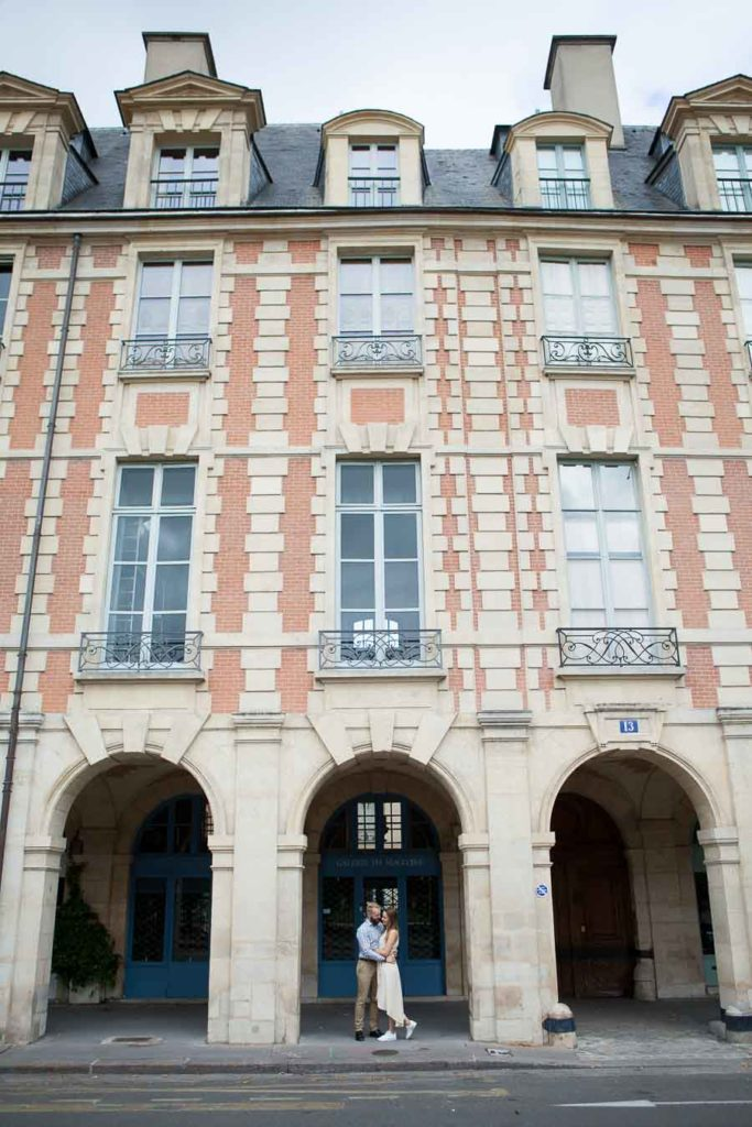 Paris photoshoot place des Vosges - Marais district