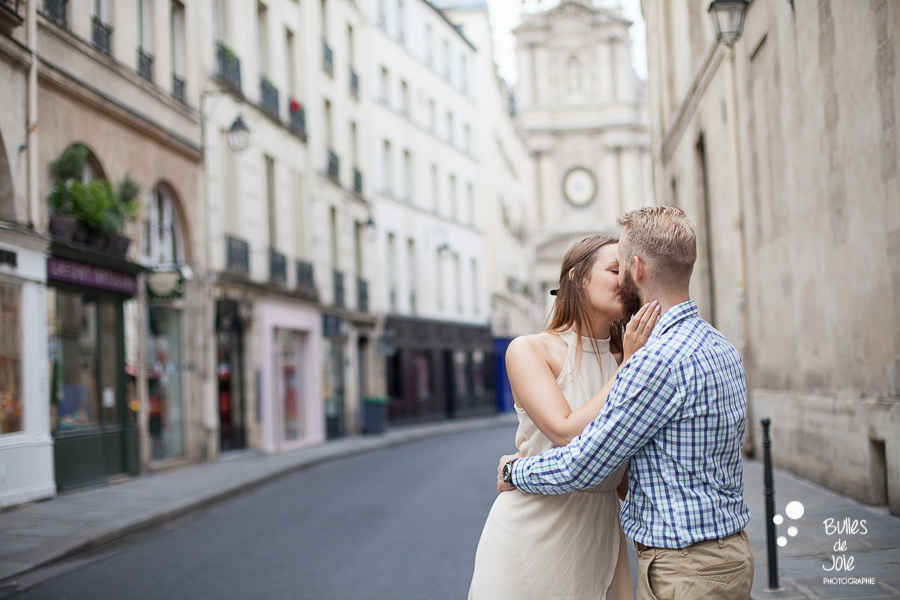 Paris photoshoot Marais district - honeymoon photo session
