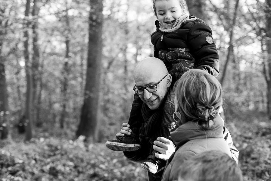 Photo de famille en noir et blanc | Photographe Yvelines