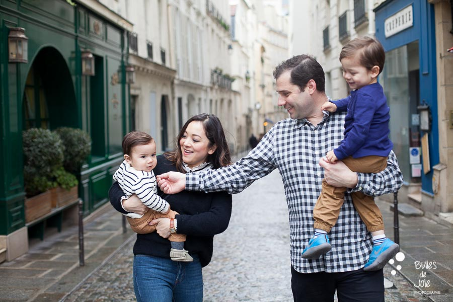 Family of four walking down parisian streets - Paris family photo shoot by Bulles de Joie