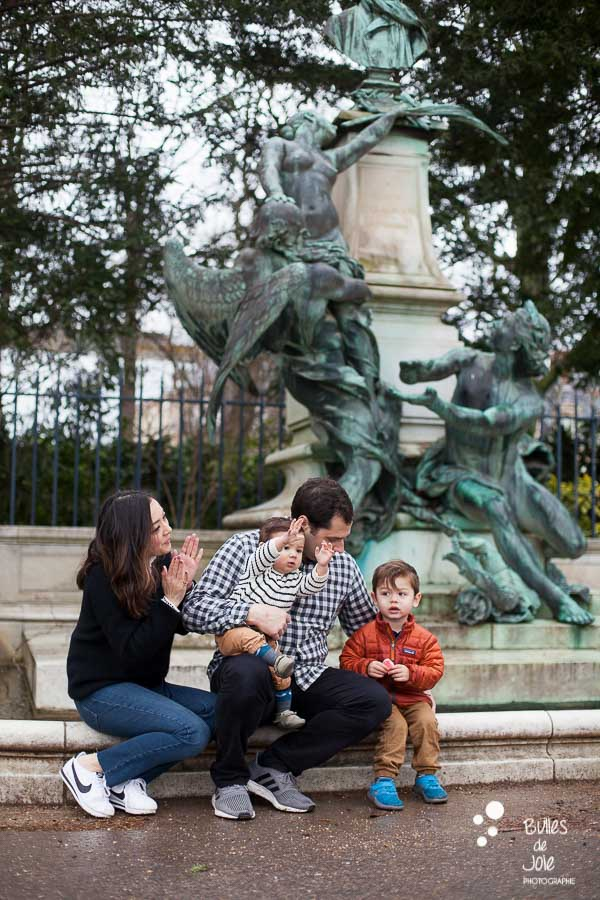 Happy family photo shoot in the Luxembourg Gardens in Paris - Paris Family photographer