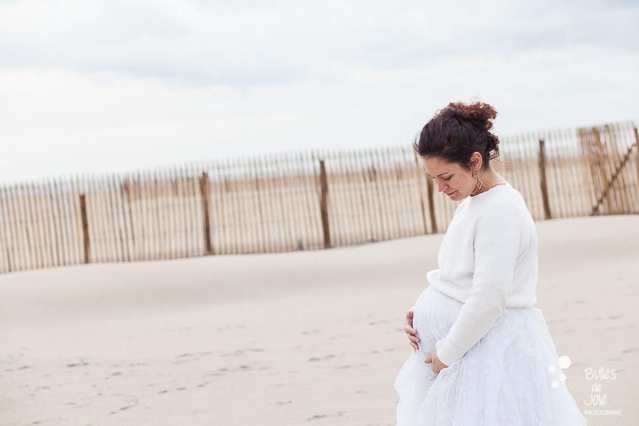 Photos de grossesse poétiques mêlant douceur et amour