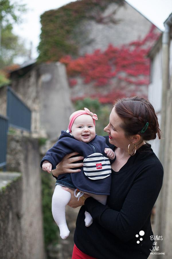 Bébé souriant lors d'une séance photos famille Automne Yvelines