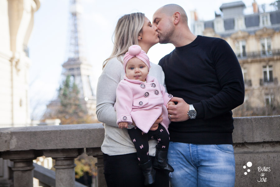 Photo de famille Tour Eiffel | Bulles de Joie Photographie