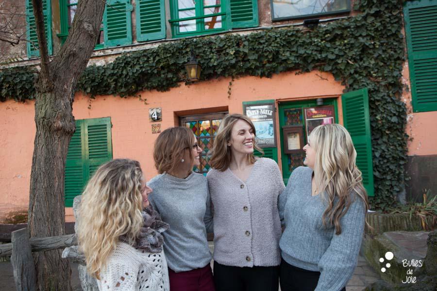 Shooting photo entre amies en extérieur à Paris, dans le quartier de Montmartre