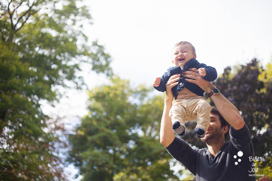 Photo de bébé et de son papa - séance photo famille en extérieur