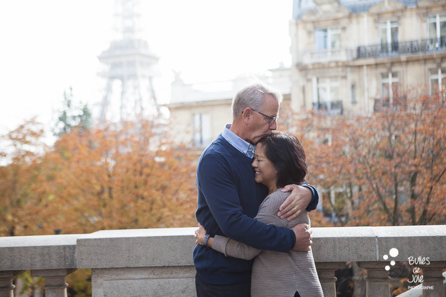 Grand-parents kissing in front of the Eiffel Tower - three generation photoshoot
