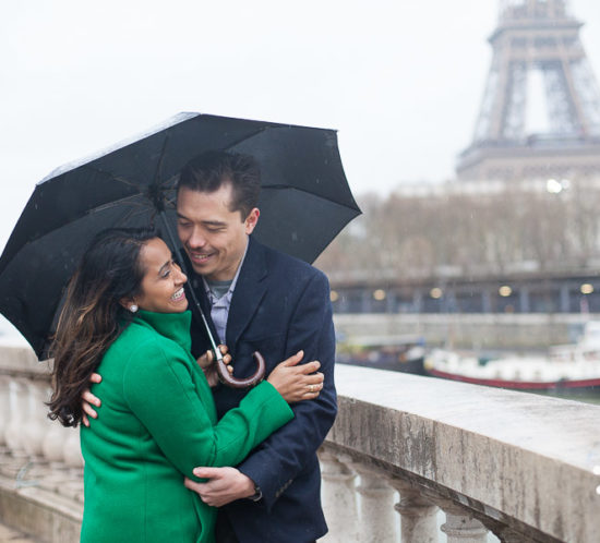 love photo session in Paris, Eiffel Tower on a rainy day