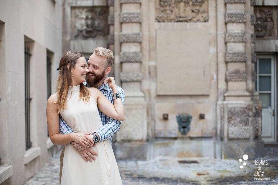 Photo de couple complice à Paris