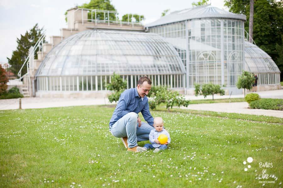 Père et fils lors d'une séance photo famille Parc du Prieuré - Conflans Ste Honorine.