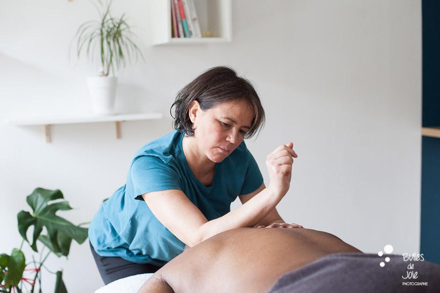 Shooting photo d'une masseuse professionnelle - shooting professionel pour thérapeute