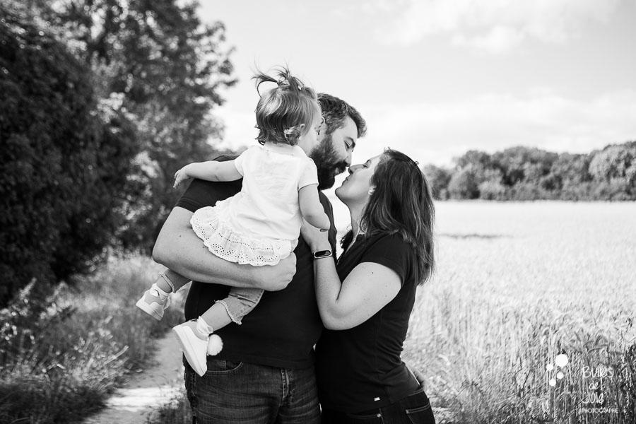 Séance photo famille champ de blé - Photographe Val d'Oise