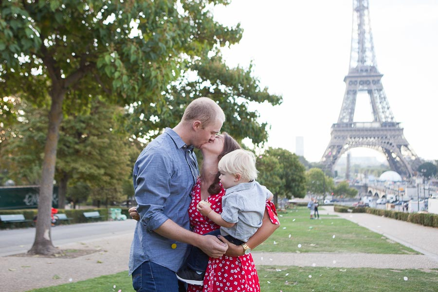 Private family photoshoot in Paris, Eiffel Tower