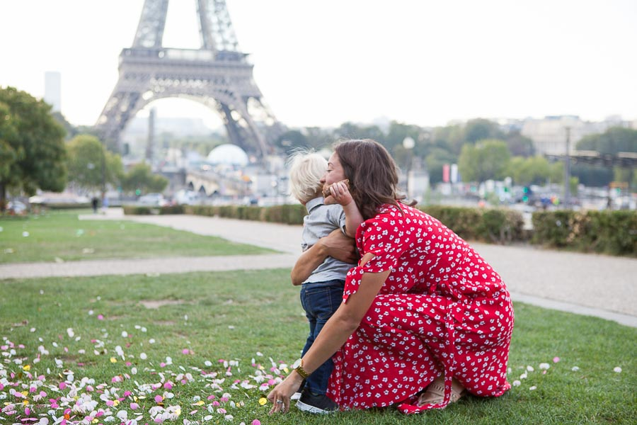 Candid family photoshoot in Paris, Eiffel Tower