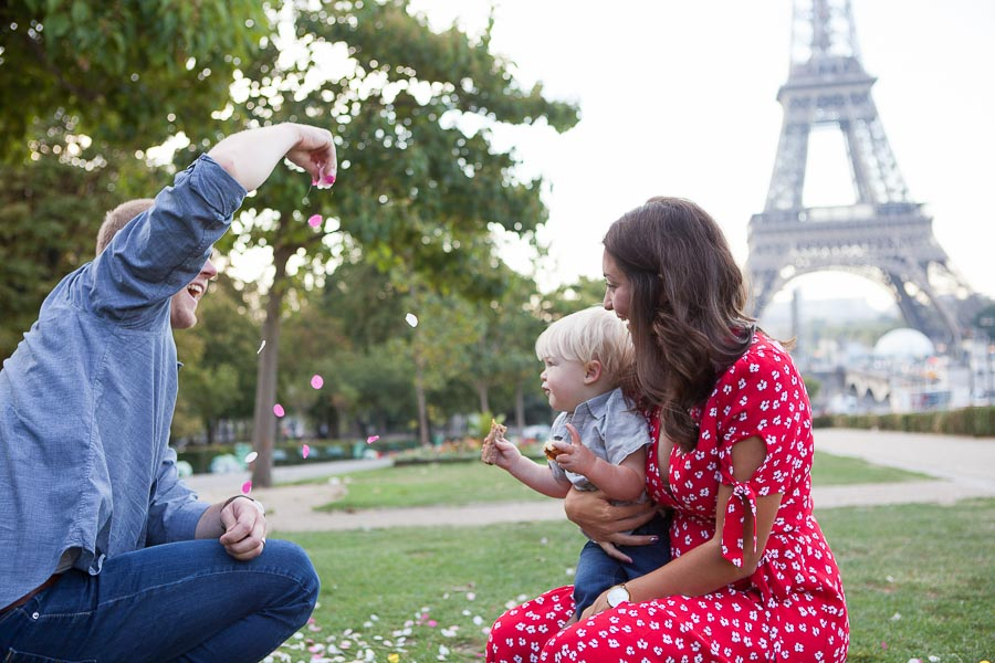 Baby gender reveal & family photoshoot in Paris, Eiffel Tower