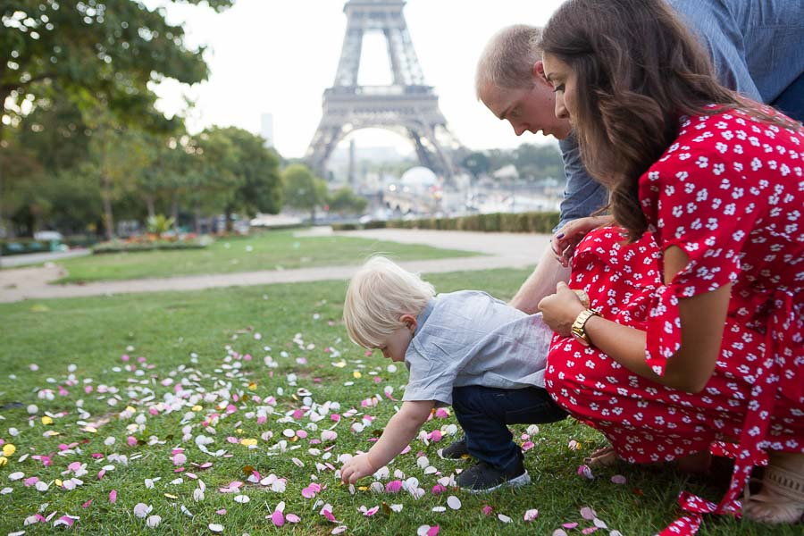 Baby gender reveal by professional photographer in Paris, Eiffel Tower