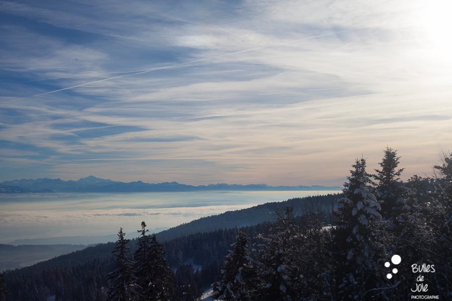 Coucher de soleil en montagne avec un joli ciel avec un dégradé de couleurs