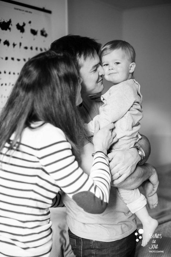 Séance photo en famille en noir et blanc Paris - Bulles de Joie Photographe Paris & Yvelines