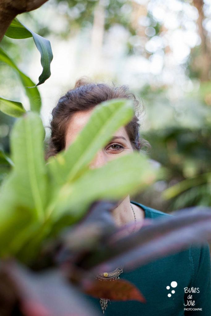 Portrait de femme dans la nature - Serres d'Auteuil - photographe Paris (75)