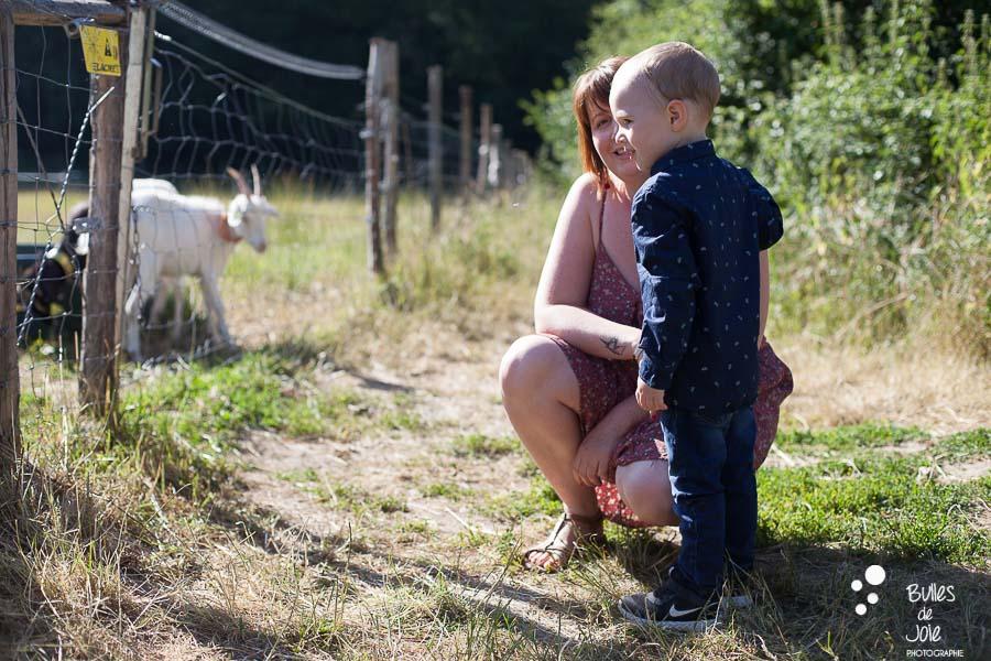Séance photo famille en extérieur à la ferme Yvelines 78