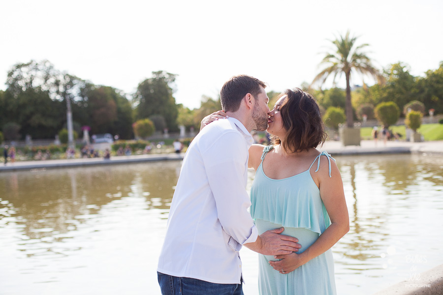 Maternity photoshoot in Paris by Bulles de Joie, couple photographer providing romantic love sessions