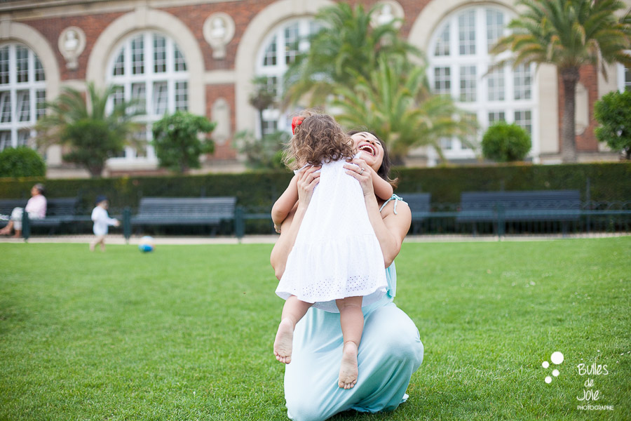 Mum and daughter pictures in Paris