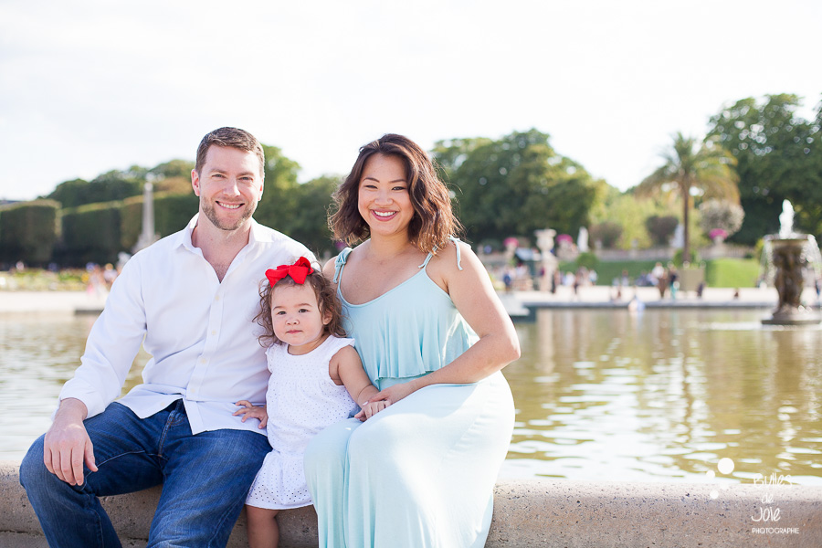 Top 5 gardens for a Paris family photoshoot. Luminous family portraits in Luxembourg Gardens.