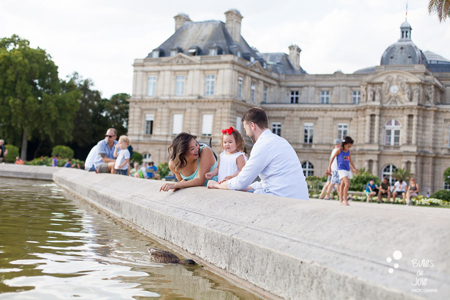 Top 5 gardens for a Paris family photoshoot. Family portraits in Luxembourg Gardens.