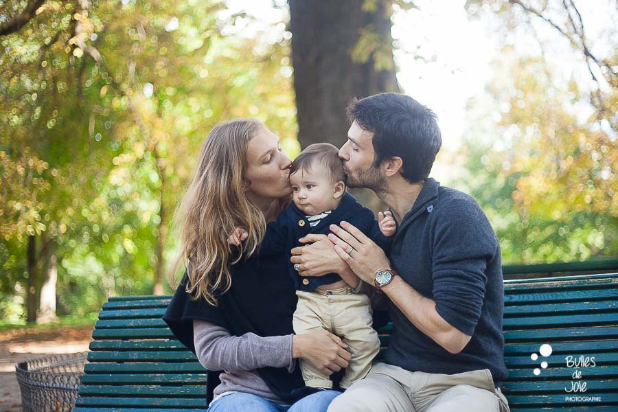 Sweet family photoshoot in Paris