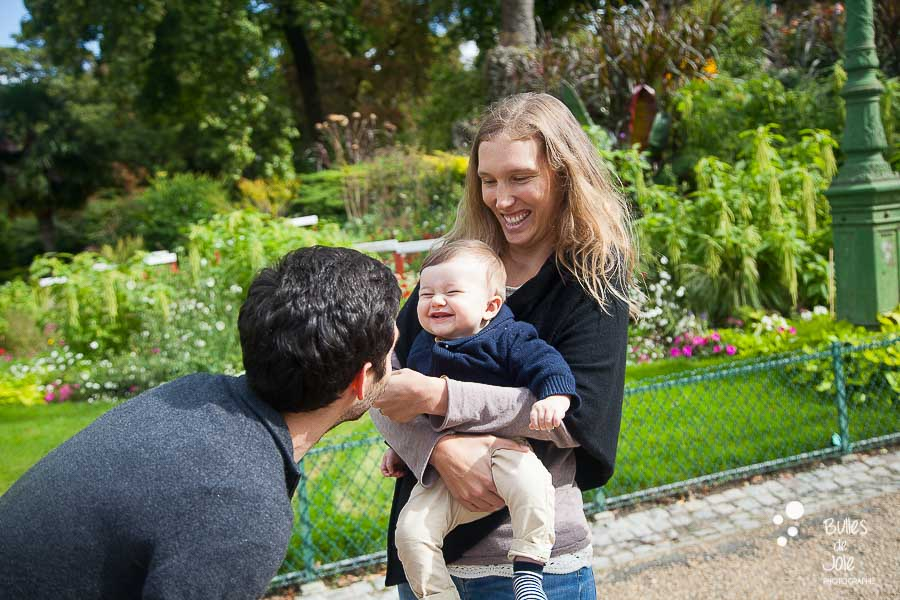 Top 5 gardens for a family photoshoot in Paris. Family portraits in Parc Monceau.