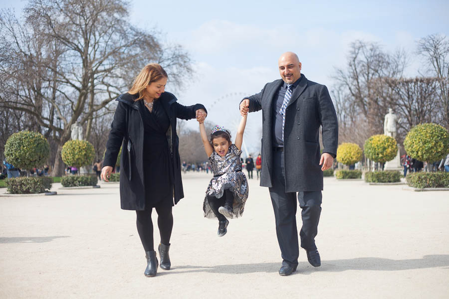 Paris family candid photoshoot in the Tuileries Gardens