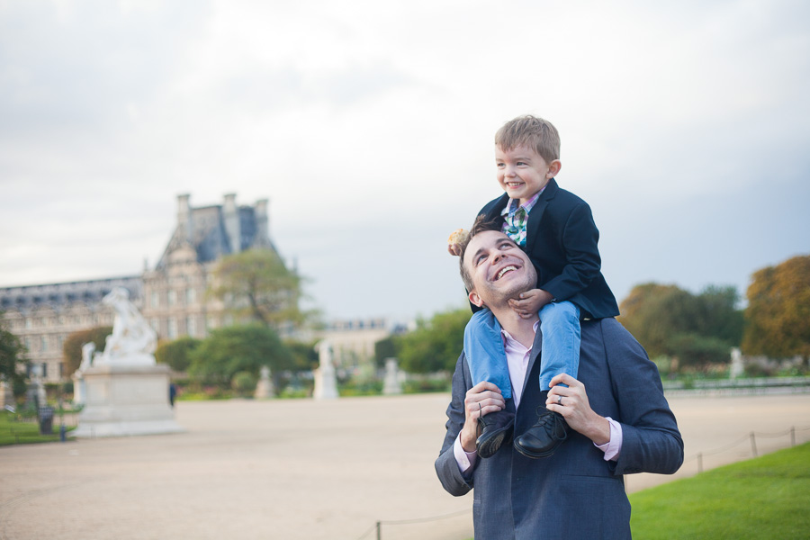 Dad and son photoshoot in Paris - by Bulles de Joie, photographer f Happy People in Paris