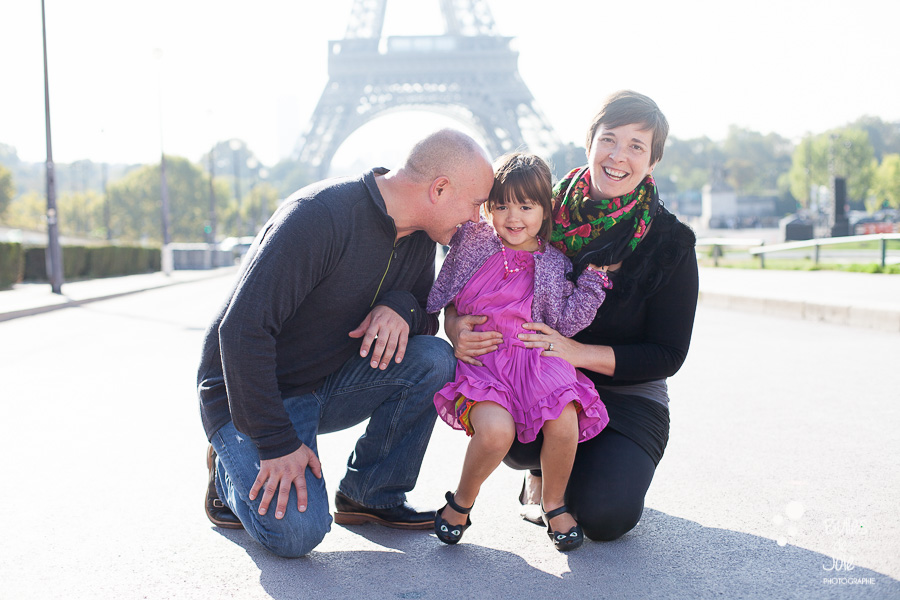 Casual family portraits in Paris - Eiffel Tower